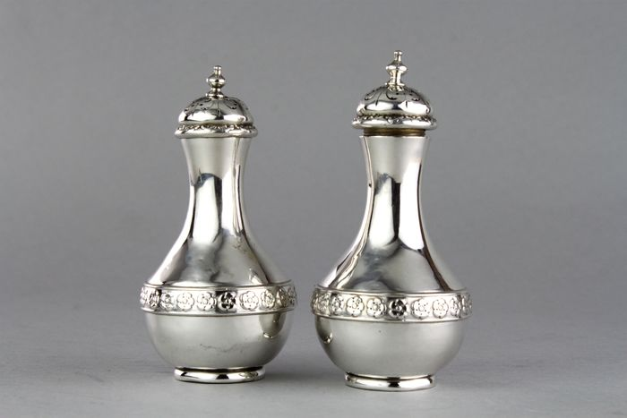 A Pair of Victorian Salt/Pepper Shakers - .925 silver - Jesse Earls, London - England - 1881
