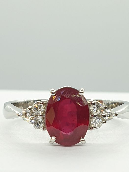 18 kt Weißgold - Ring - 1.68 ct Rubin - Diamanten
