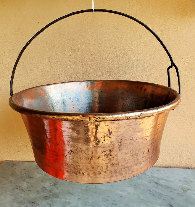 LARGE OLD CASSEROLE (1) - Copper