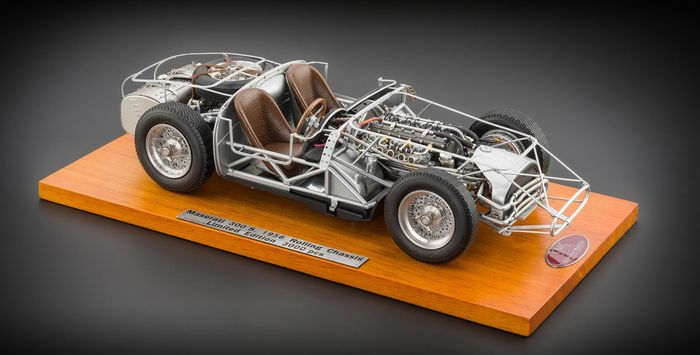 CMC - 1:18 - Maserati  300 S - 1956 - Rolling chassis - incl. woodplate - Very detailed model!