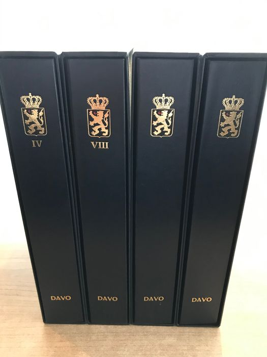 Accessoires - Four DAVO deluxe pre-printed albums Belgium volumes IV and VIII/Neutral 2 x + slipcases (four pieces)