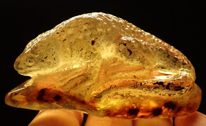 Natural Transparent Golden / Yellow Amber carving - 73.82×40.38×26 mm - 34.2 g
