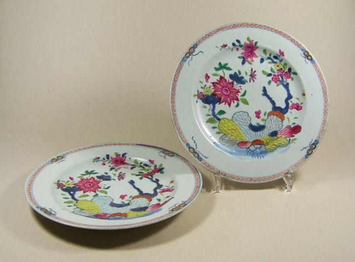 Paar borden (2) - Familie rose - Porselein - Tabaksbladeren - A pair plates decorated with pseudo-tobacco leaves, ca 1765 - China - Qianlong (1736-1795)