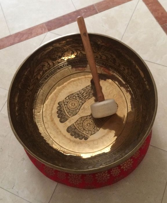 Vibration therpy bath- singing bowl  11.6 kg (3) - Gilt bronze - Full body vibration therpy bowl - Nepal - Late 20th century