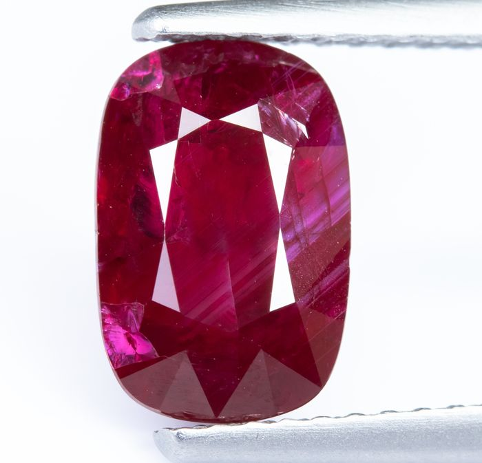 "No Reserve - ""Pigeon Blood"" Red Ruby  - 2.08 ct"