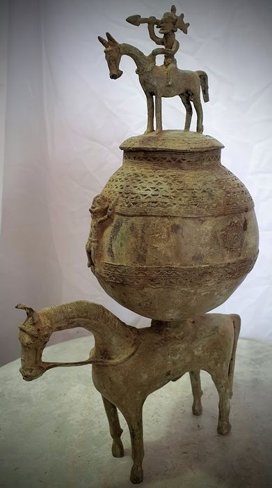 Pot with bronze magic ointments - African bronze - Dogon - Mali
