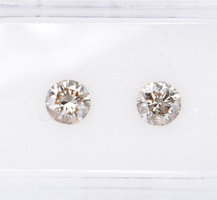 2 pcs Diamant - 0.66 ct - Brillant, Rund - Natural Fancy Brown - SI2     ** No Reserve Price **