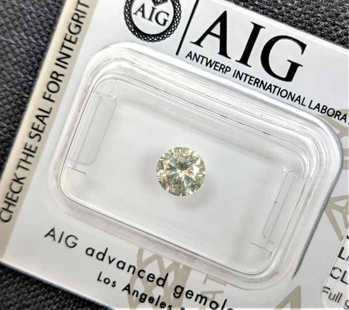 Diamant - 0.71 ct - Briljant - light yellowish green - SI1, No Reserve Price