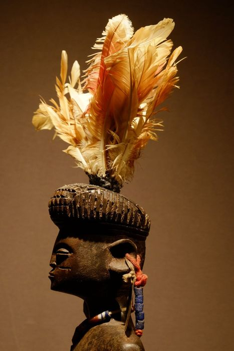 Figure - Feathers, Wood - Lwena - Angola