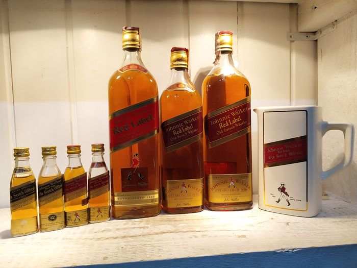 Johnnie Walker Red Label, 4xMiniature & water jug - b. Década de 1960, Década de 1980 - 70cl, 1Lt., 4cl - 7 botellas