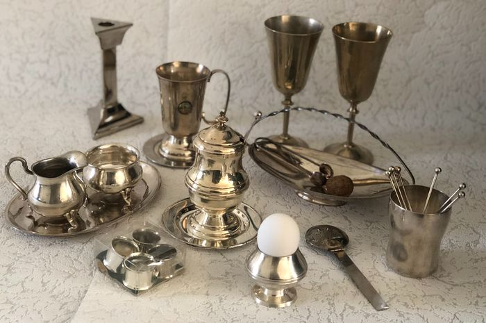 Exquisite collection of silver plated items, to set your breakfast or high tea table attractively, - - Silverplate
