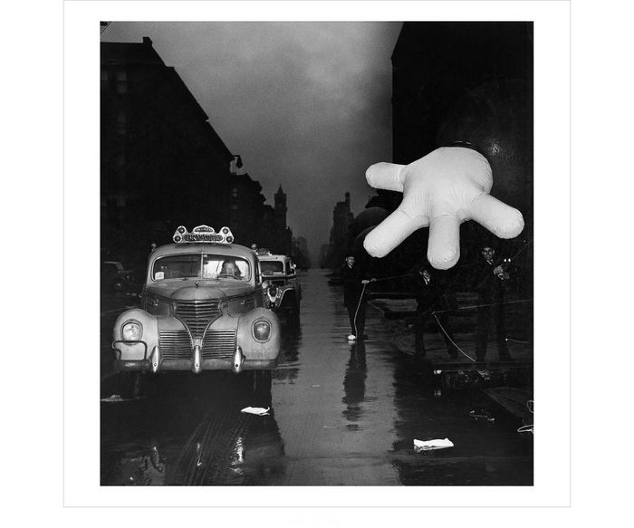 Weegee - Cab driver with Macy's Thanksgiving Day Parade clown, New York, 1942
