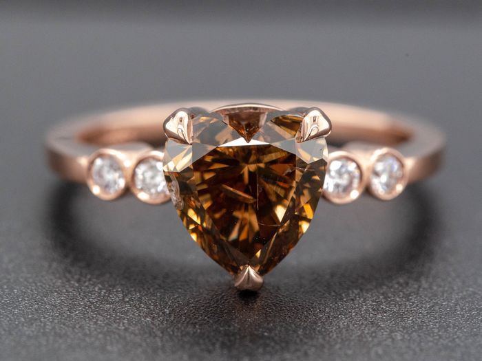 14 kt Roséguld, 3,39 g - Ring - 2.36 ct Diamant - Fancy Vivid Orangy Brown - inget reservpris