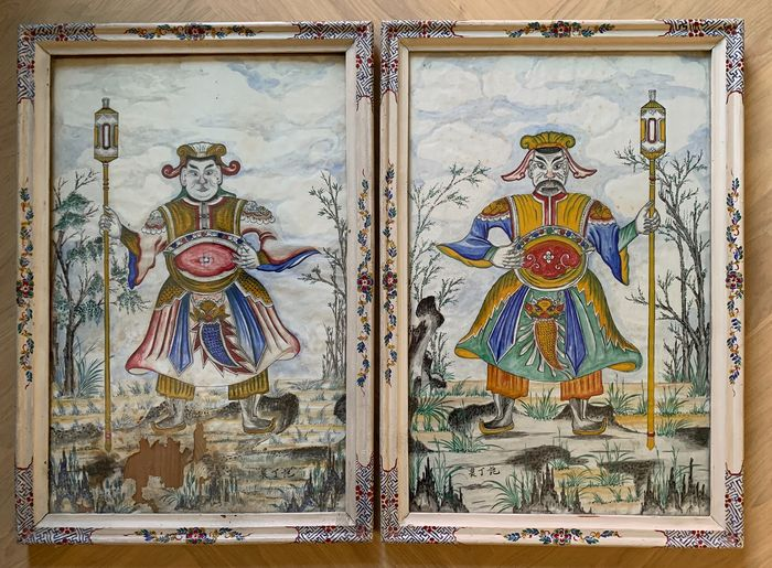 Schilderij (2) - Canvas - Two temple guardians in landscape - characters - Chinese - Framed behind glass - China - Begin 20e eeuw