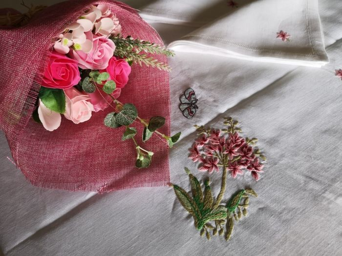 Spectacular tablecloth x12 in 100% pure linen with hand stitch embroidery - Linen - AFTER 2000