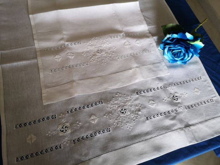 1 + 1 Bellavia towels in 100% pure linen embroidery with needlepoint and full stitch embroidery by hand - Linen - AFTER 2000