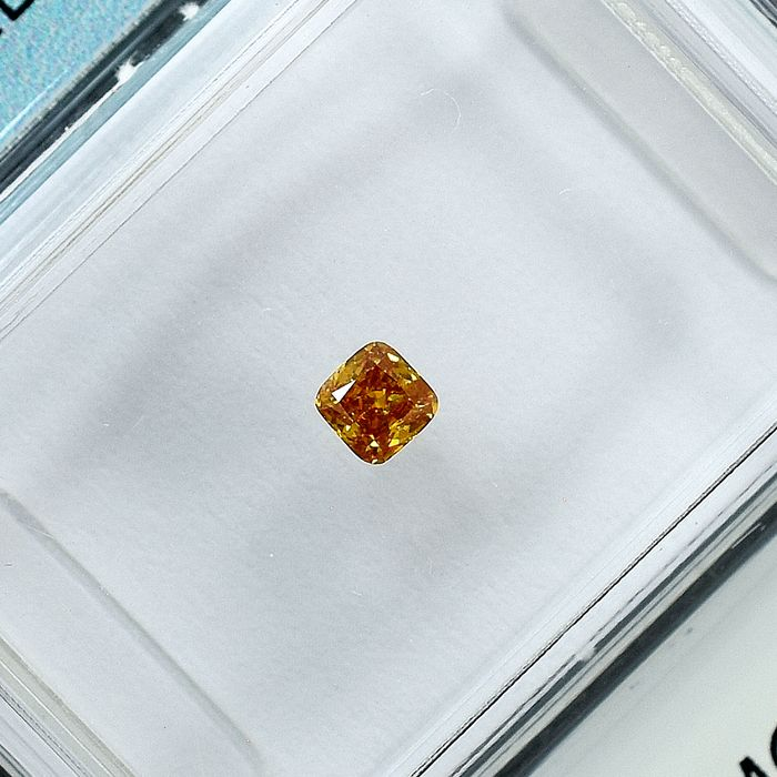 Diamant - 0.10 ct - Coussin - Natural Fancy Vivid Orangy Yellow - Si2 - NO RESERVE PRICE