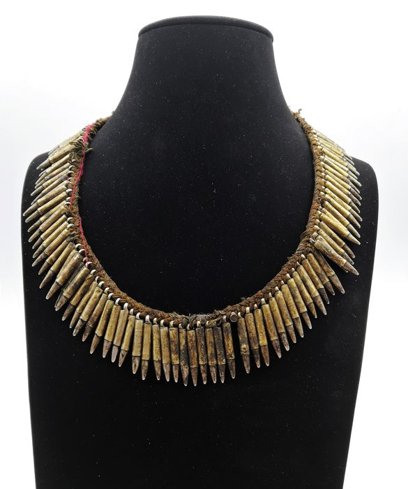 Old traditional shaman necklace - Magar ethnic group (1) - Bone, Low-grade silver - Nepal - 19th century