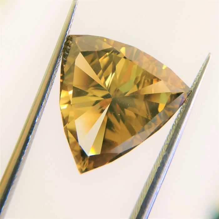 Diamonds - 5.01 ct - Modified Triangular Brilliant Cut - fancy dark yellow brown - SI1