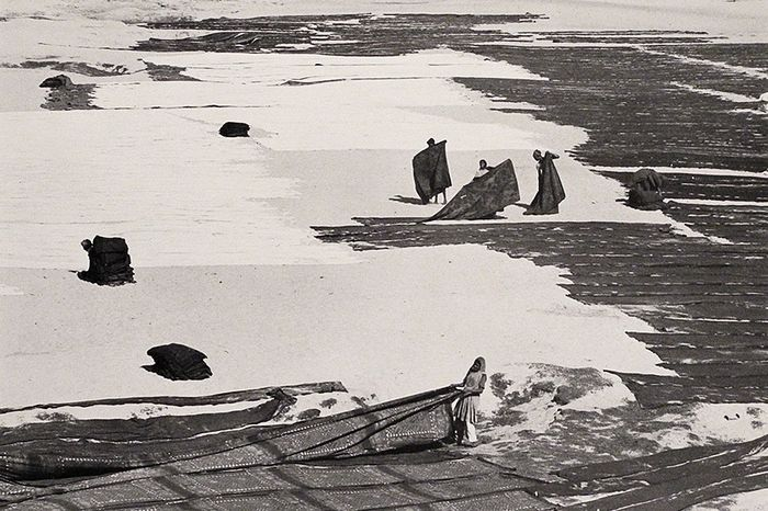 Henri Cartier-Bresson (1908-2004) / Friends of Photography - Dyeing Saris, India, 1966