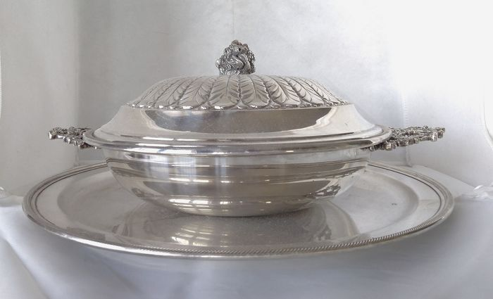 Entrée dish with round tray - .800 silver - Fratelli Ranzoni - Milano  - Italy - Mid 20th century