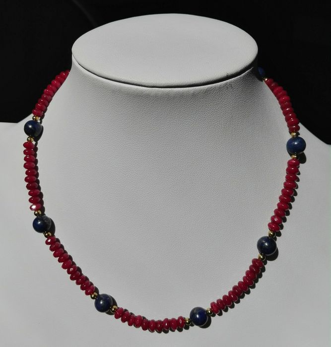 Ruby (red gem corundum) 5.5x3.2 mm ruby necklace with lapis lazuli 8 mm 19.2 carat gold clasp - 5×3×420 mm - 23 g