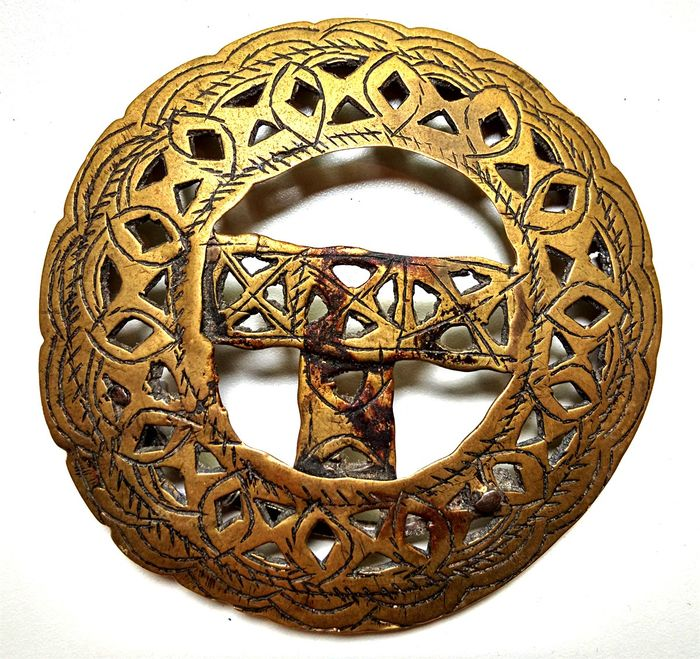 Old large ornate Tibetan belt buckle (1) - Brass - Tibet - 18th century