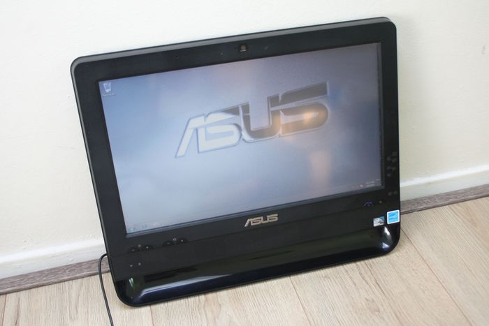 Asus ET1611PUT All-In-One PC with Touchscreen - Intel 1.8Ghz CPU, 2GB RAM, 320GB HDD, Windows 7 Pro