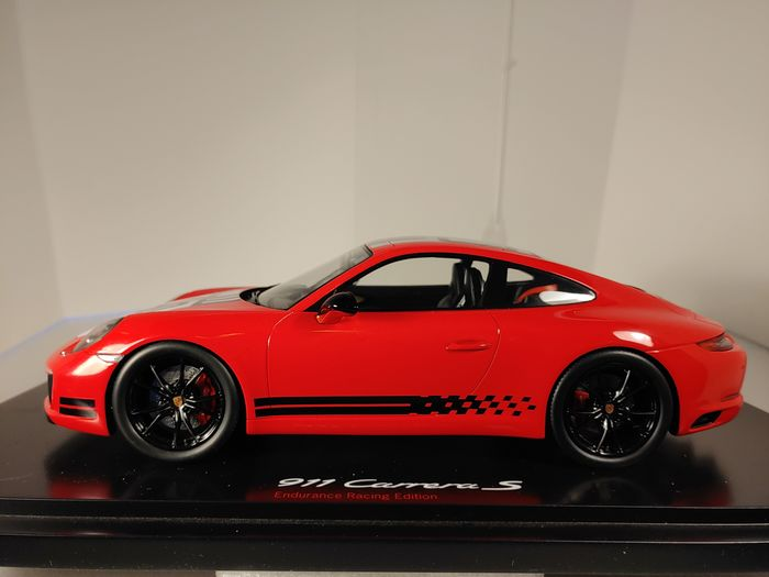 Spark - 1:18 - Porsche 911 (991) Carrera S Endurance Racing Edition 2016 Rood - No. 143 of 300 pcs.