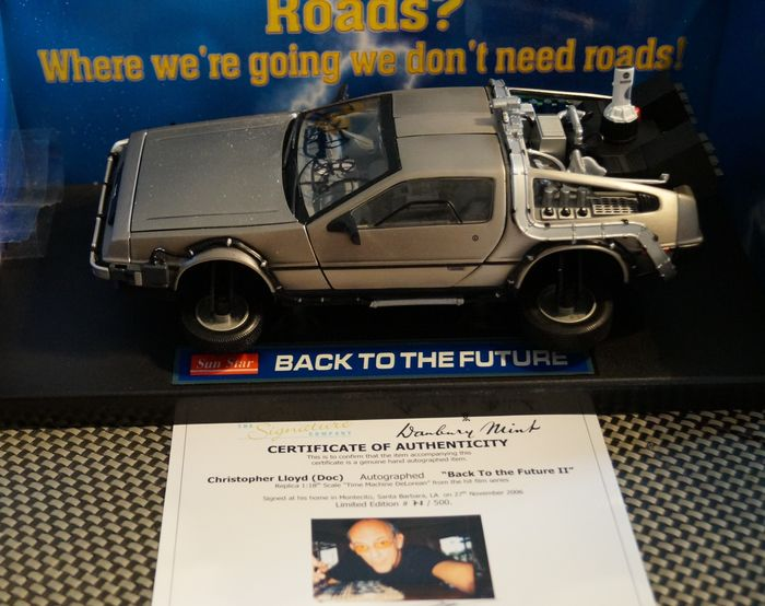 """Back to the Future - Christopher Lloyd (Dr. Emmett """"Doc"""" Brown) - signed DeLorean model (part II) 1:18 with COA - 1:18 - Autograph, Vehicle"""