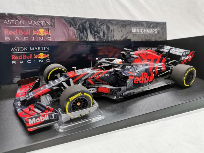 MiniChamps - 1:18 - Aston Martin Red Bull Racing RB15 - Limited 546 pcs. - Shakedown Livery Silverstone 13th February 2019 - M.Verstappen