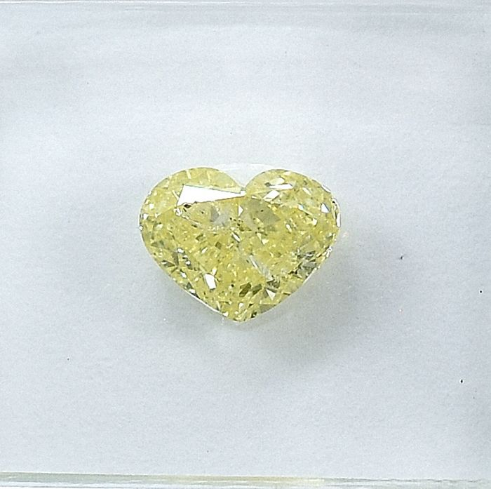 Diamond - 1.01 ct - Heart - Natural Fancy Yellow - I1