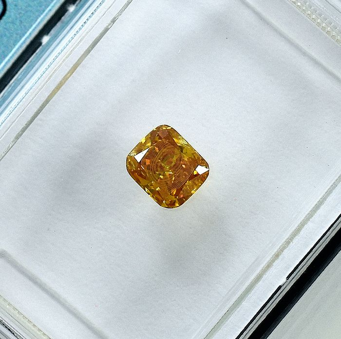 Diamond - 0.33 ct - Cushion - Natural Fancy Orangy Yellow - I1 - NO RESERVE PRICE