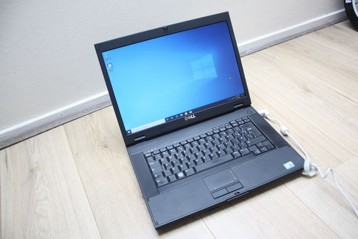 Dell Latitude E5500 notebook - Intel Core2Duo 2.26Ghz, 4GB RAM, 320GB HDD, Windows 10 - met oplader