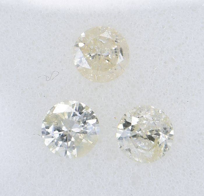 3 pcs Diamond - 0.67 ct - Brilliant, Round - Natural Fancy Light Yellow - I2       I3     ** No Reserve Price **
