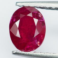 "No Reserve - ""Pigeon Blood"" Red Ruby  - 1.06 ct"