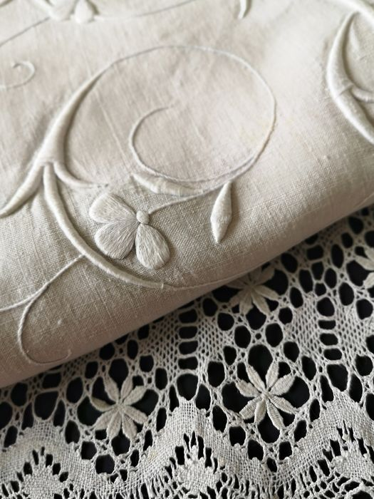 Sheet with fine lace and hand embroidery - 250 x 190 cm - Linen - 19th century