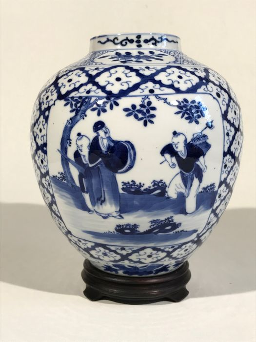 Jar - Blue and white - Porcelain - Blue on white decorative jar - China - 19th century