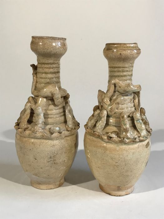Urnen - Porselein - Two Song dynasty urns - China - Zuiderlijk lied (1127-1279)