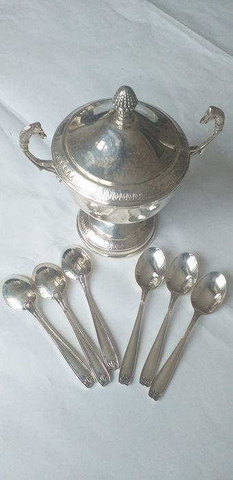 Sugar caster, handmade, 6 coffee spoons - .800 silver - Italy - Late 20th century