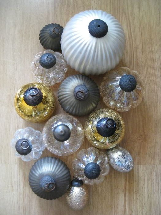 13 Antique Crackle And Glass Decoration Spheres And Pineaplle, s - Glass And Metal