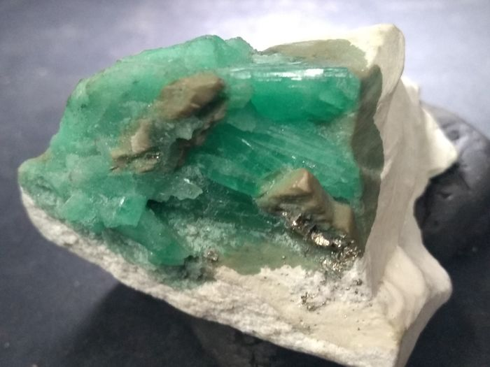 Extraordinary emerald muzo 50x40x35 mm - 86 g