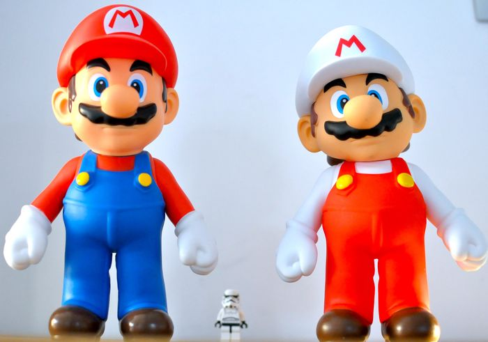 2 Nintendo 2 Big MARIO - Color and White - Official - 2006 2008 - Statuetta/e - Senza scatola originale