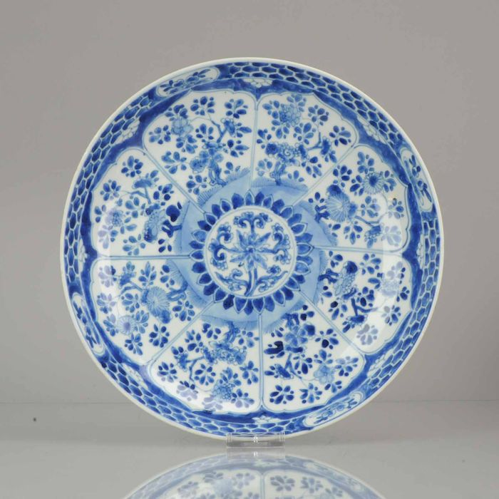 Plato - Azul y blanco - Porcelana - Kangxi Period LOTUS flowers Dish, marked ARTEMESIA - China - siglo XVIII