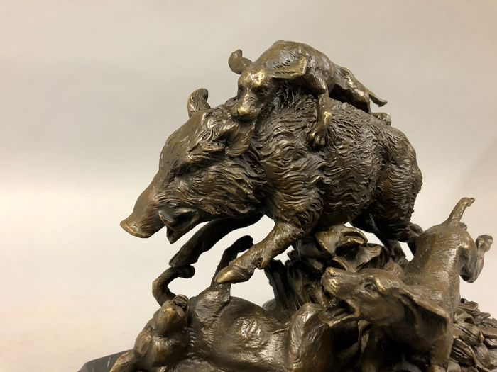Wild boar is attacked by dogs - Bronze
