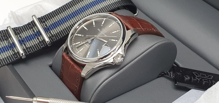 Glycine - Classic automatic dress watch  + free omega james bond style strap - Herren - 2011-heute