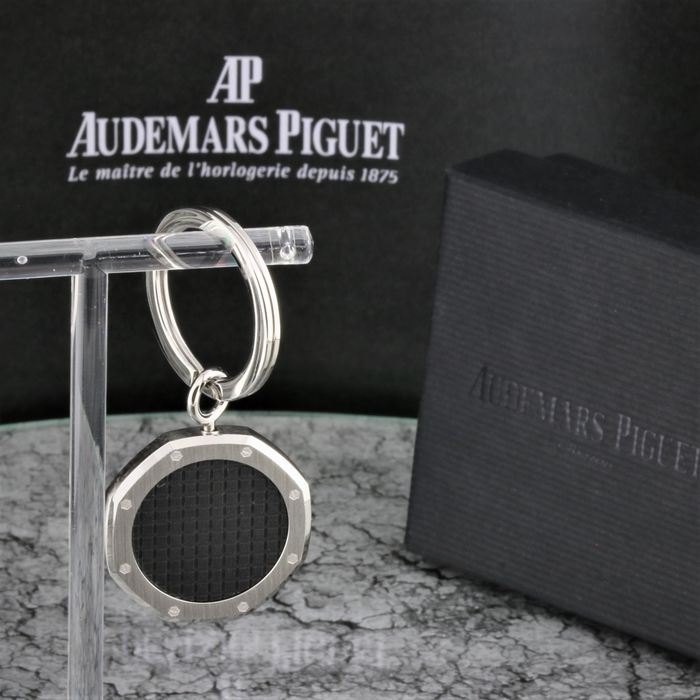 Audemars Piguet -  Le Brassus 2019 / 2020 Extremely Rare Keyholder Keychain Exclusive & High Price Concessionaire Item - Black Carbon AP - milled diamond pattern - matching to the Royal Oak Watch series   - Unisex - 2011-present