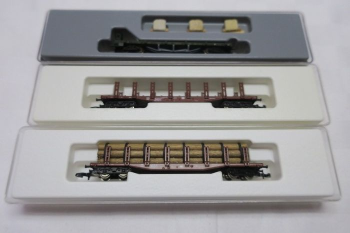 Märklin Z - 8655/8226/82571 - Freight carriage - 3x flat wagons, some with wooden loads - DB, K.Bay.Sts.B