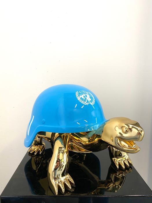 Van Apple - The Golden Peace Turtles - UN Blue Helmet