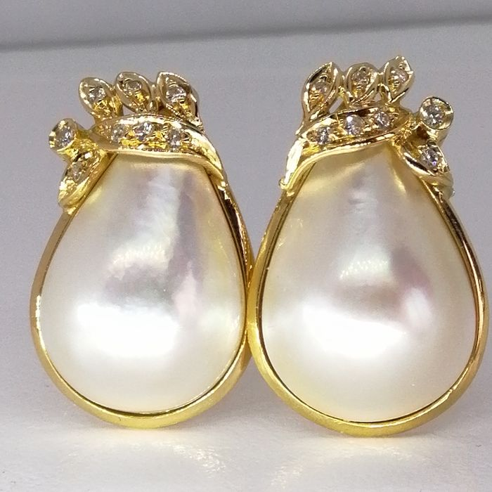 18 kt. Gold, Mabe pearl - Earrings Mixed - Diamonds